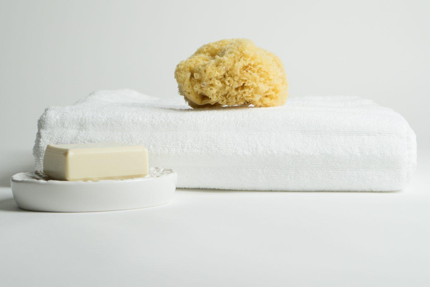 white-bath-towel